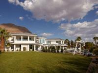 Vegas Views - Grounds -   Las Vegas luxury home rental